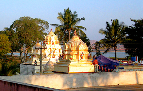 Bellur_temple_rooftops_daytime_465x297