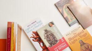 IYNAUS Books
